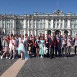 17июня учащиеся 9б класса гимназии №505 отпраздновали получение аттестатов, посетив экскурсию по Санкт-Петербургу
